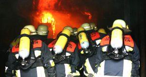 Noktara - AfD droht Feuerwehr, weil sie brennende Asylheime und Moscheen löschen