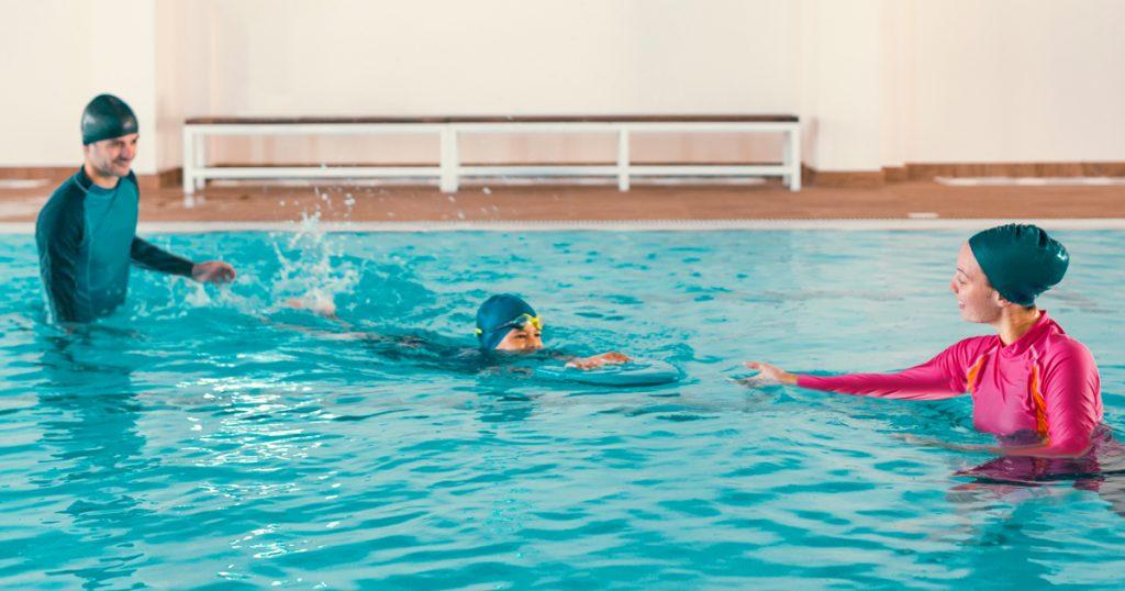 Noktara - Badegäste in Neoprenanzügen froh, dass Burkinis verboten sind