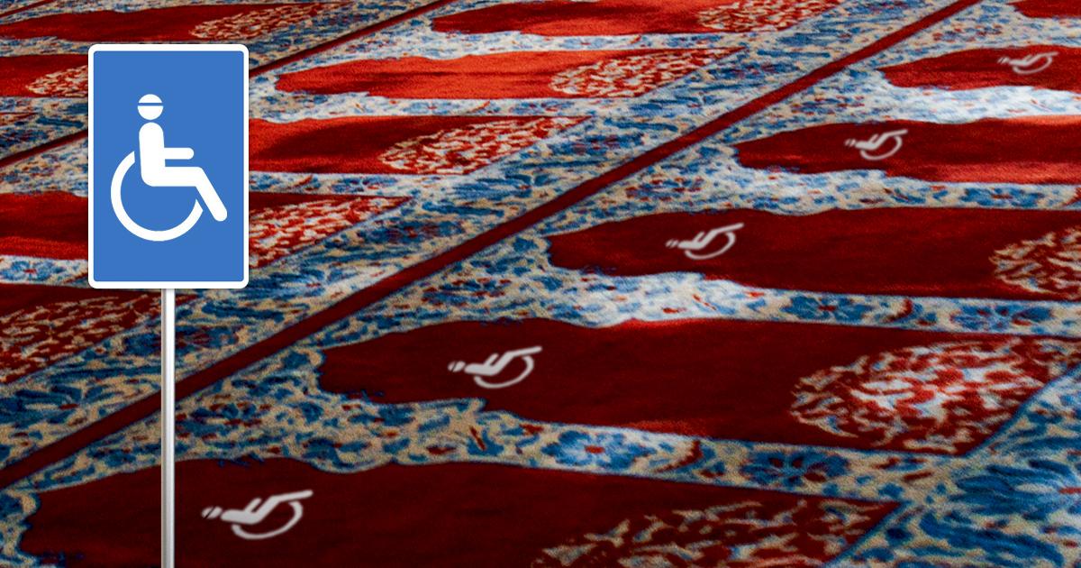 Noktara - Barrierefrei - Moschee richtet rollstuhlgerechte Gebetsplätze für behinderte Muslime ein - Schild Behindertengebetsplatz