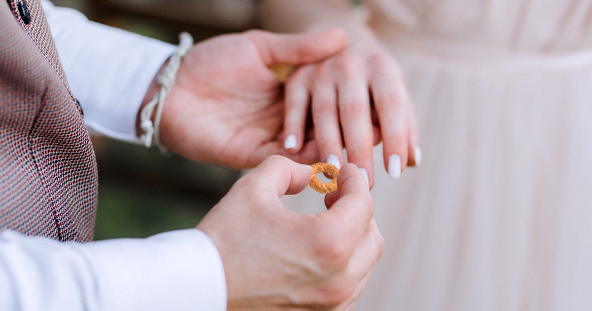 Noktara - Eheringe aus Simit- Türkisches Brautpaar gibt sich Ja-Wort mit Sesam - Ringtausch