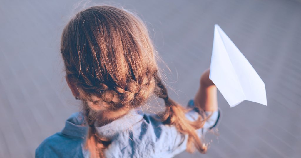 Noktara - Greta Thunberg will mit einem Papierflieger zum Klimagipfel reisen