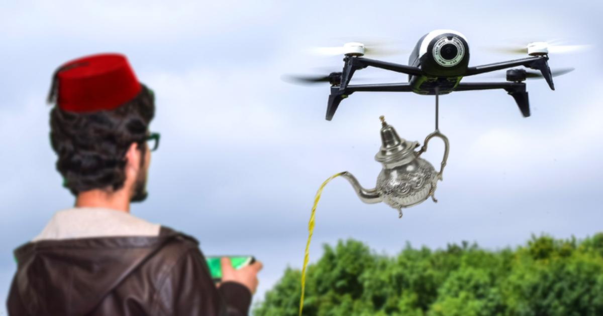 High-Tech: Marokkaner schenkt Tee per Drohne ein