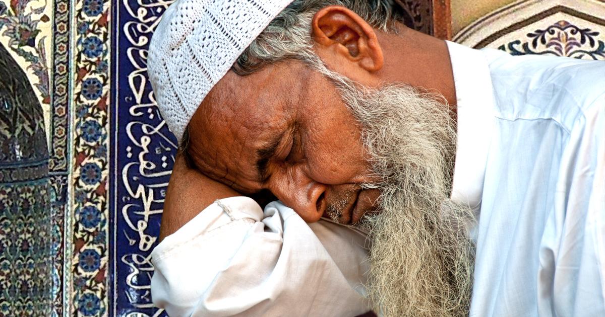 Noktara - Imam pennt während eigener Freitagspredigt ein