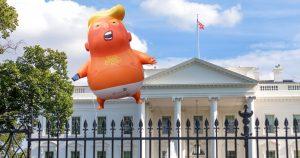 Noktara - Joe Biden lässt Trump-Baby-Ballon am Weißen Haus anbringen