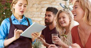 Noktara - Kellnerin fragt deutsche Gäste ernsthaft, ob sie zusammen oder getrennt zahlen wollen