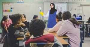 Noktara - Lehrerin darf mit Kopftuch unterrichten, wenn sie danach putzt