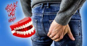 Noktara - Mann von Satire in Hintern gebissen und erkennt sie immer noch nicht