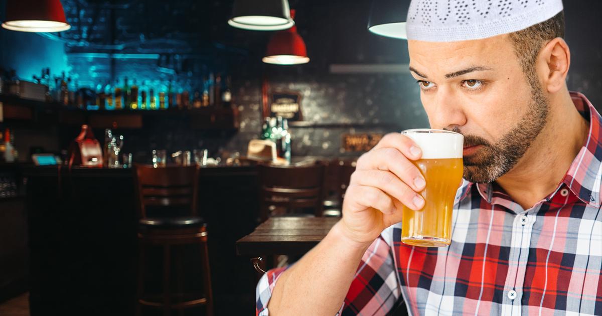 Noktara-Muslim täuscht vor Bier zu trinken, um von anderen akzeptiert zu werden