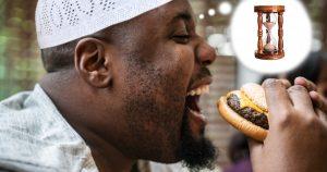 Noktara - Muslim wartet die letzten Minuten vorm Fastenbrechen mit offenem Mund