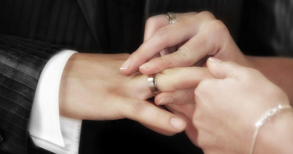 Eherecht: Muslima heiratet 4 verschiedene Männer