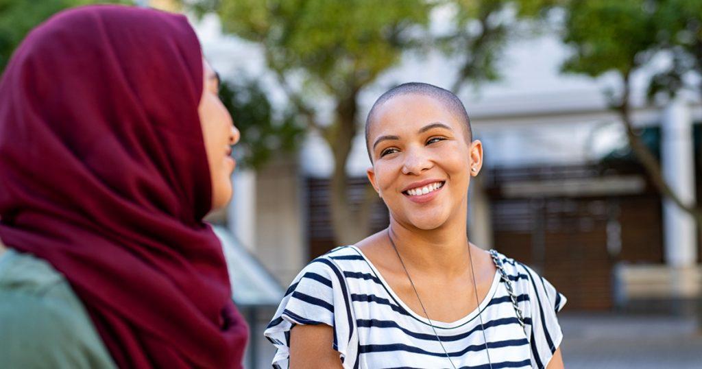 Noktara - Muslima rasiert sich Glatze, damit sie kein Kopftuch mehr tragen braucht