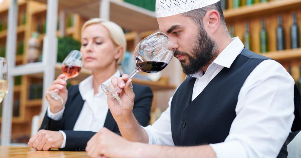 Tief ins Glas gucken ist auch halal.