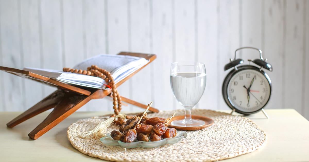 Noktara - Ramadan Iftar mit Datteln und Wasser
