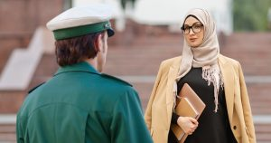 Noktara - Rechtsextremer Polizist findet Kopftuchverbot for Beamte genau richtig