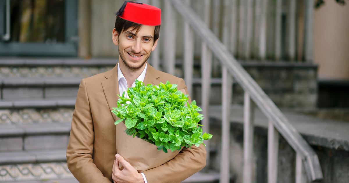 Noktara - Romantischer Marokkaner schenkt Frau Na3na3-Strauß zum Valentinstag