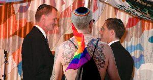 Noktara - Schwuler Rabbi traut homosexuelle Juden in Synagoge