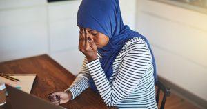 Noktara - Sinnloses Kopftuch - Muslima fällt erst nach halbem Tag auf, dass sie ganz alleine ist