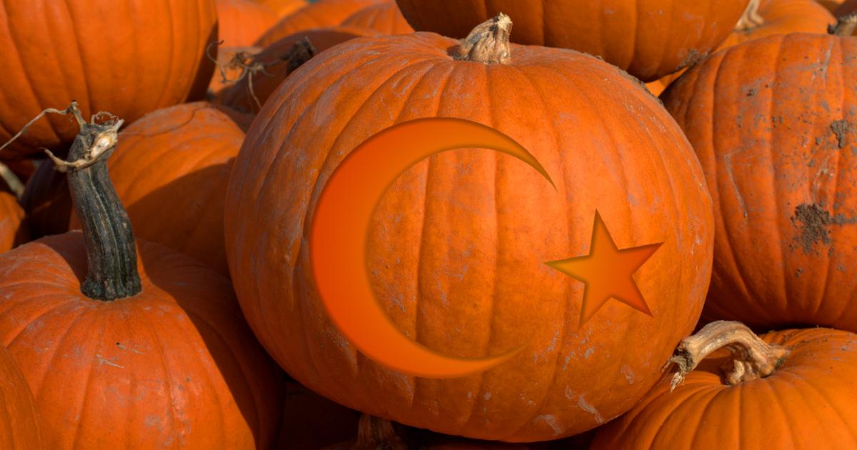 So sieht das aus, wenn Türken Halloween-Kürbisse schnitzen