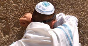 Noktara - Zentralrat der Juden rät dazu nur noch Kippa mit Hakenkreuz zu tragen