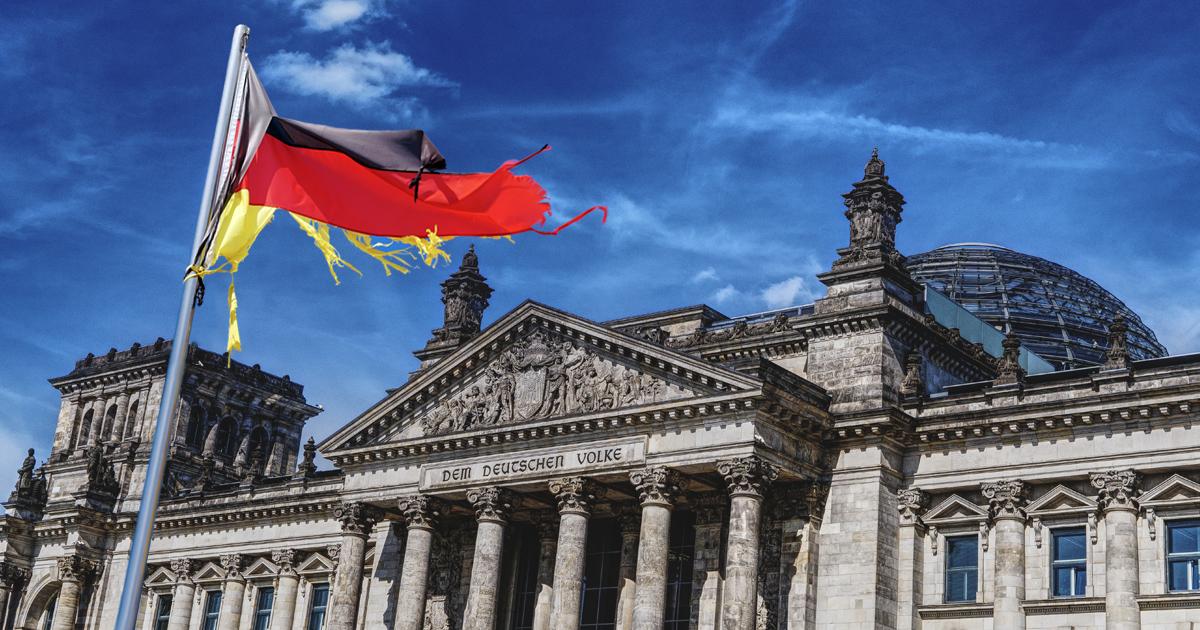Noktara - Zerrisen - Neue Flagge zum Tag der deutschen Einheit am Bundestag